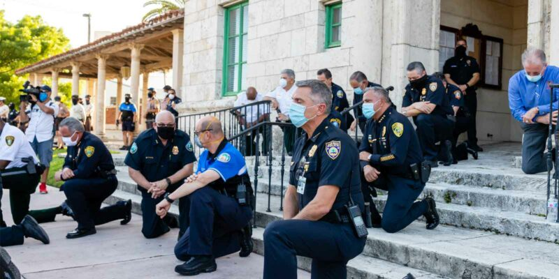 police officers standing in solidarity against misconduct report retaliation